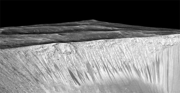 RSL on Mars. (Credit: NASA/JPL/University of Arizona)